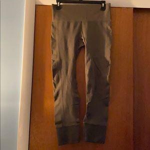 Lululemon leggings in Olive Green -size 8 EUC